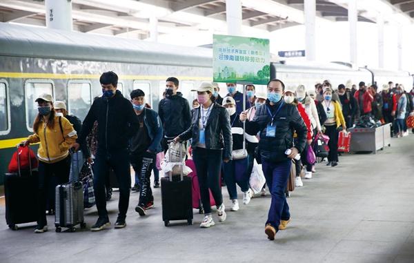 1800余名和田务工人员赴乌昌转移就业