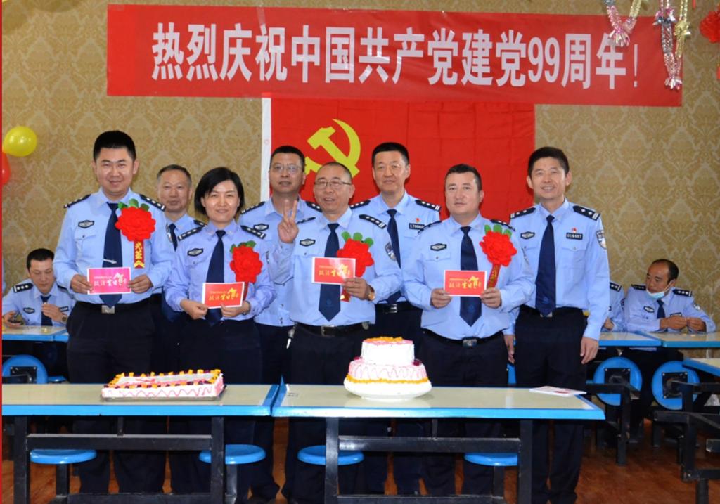生日蛋糕献给党